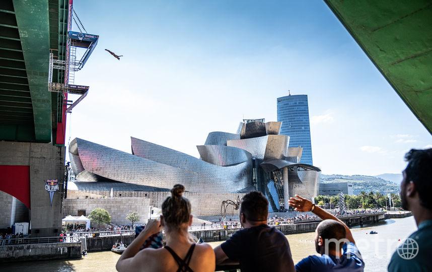 В Бильбао прыжки пройдут с 27-метровой платформы. На фото фрагмент тренировки британских прыгунов. Фото https://www.redbullcontentpool.com/redbullcliffdiving/