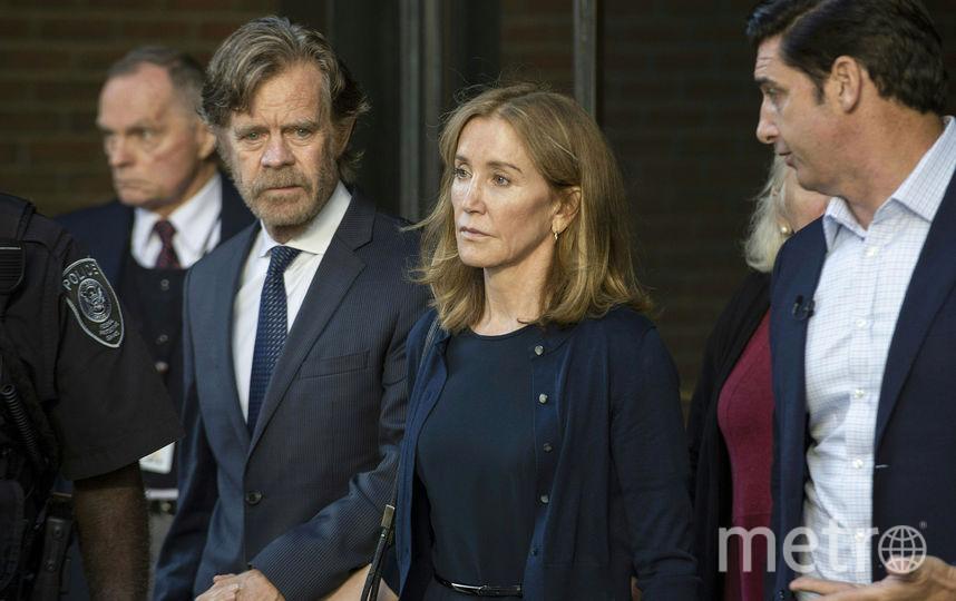 Муж актрисы Уильям Мэйси прибыл вместе с ней на оглашение приговора. Фото AFP
