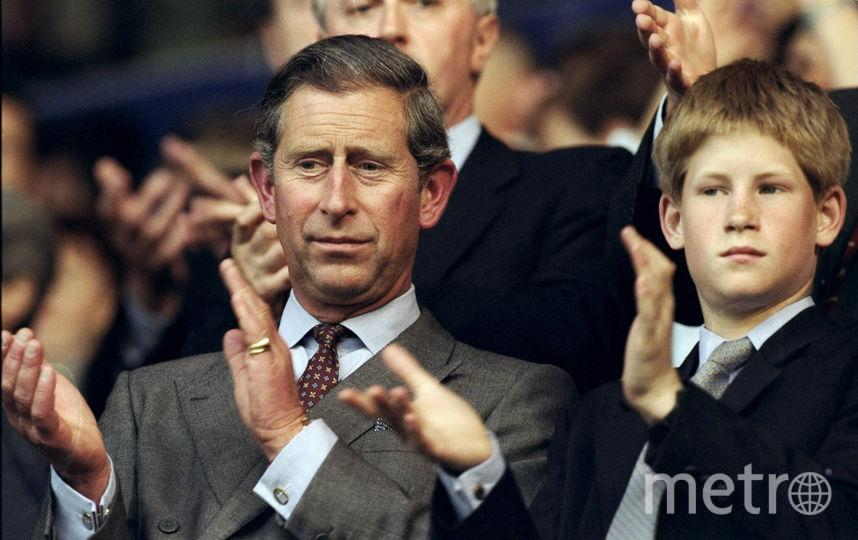 Принц Чарльз с принцем Гарри на матче Англия-Колумбия, чемпионат мира по футболу 1998 год. Фото Getty