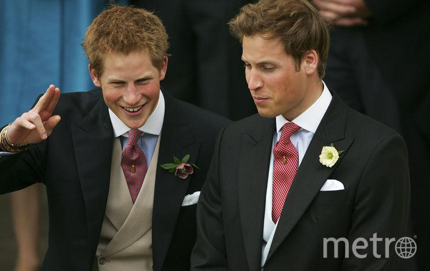 Принц Гарри с братом Уильямом на свадьбе принца Чарльза и Камиллы Паркер-Боулз, 2005 год. Фото Getty