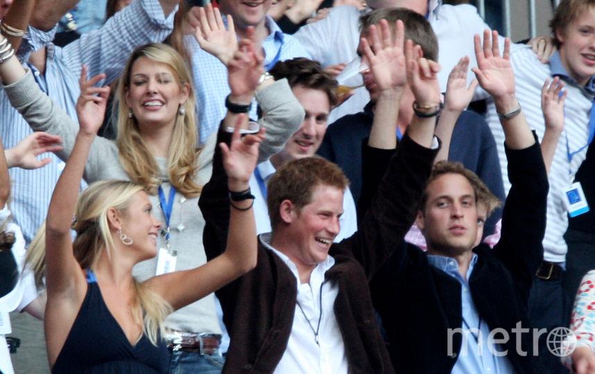 Принц Гарри с братом Уильямом и девушкой Челси Дэви, 2007 год. Фото Getty