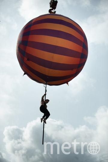 2Олег Кольвах (28 лет) из Ставрополя 10 минут танцевал на пилоне на высоте от 7 до 20 метров. Фото Василий Кузьмичёнок
