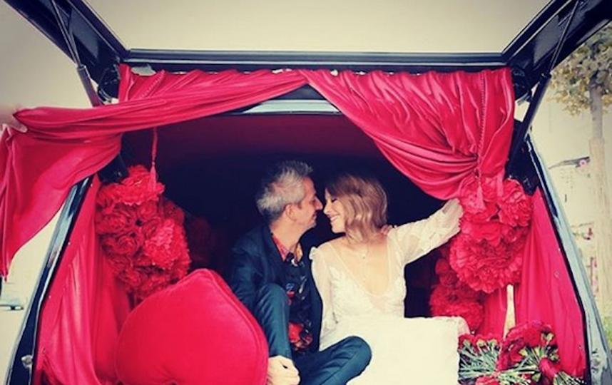 Романтическая поездка на катафалке. Фото скриншот instagram.com/xenia_sobchak