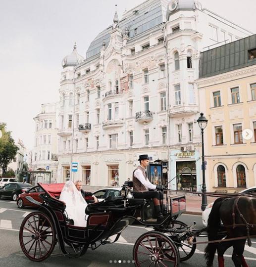 На венчание молодые ехали в карете. Фото скриншот instagram @we_production_