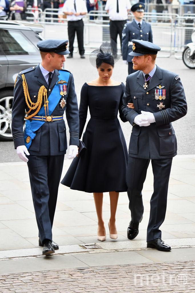 Принц Уильям и принц Гарри с женой. Фото архив, Getty