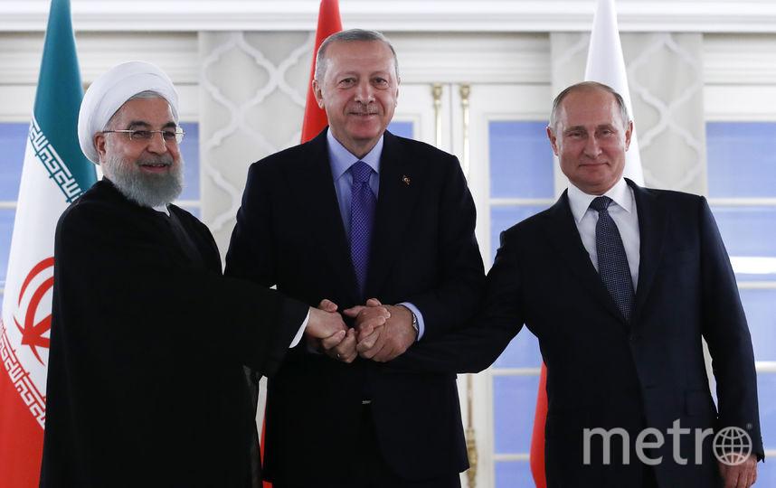 Владимир Путин с президентом Турции Реджепом Тайипом Эрдоганом (в центре) и президентом Ирана Хасаном Рухани. Фото AFP