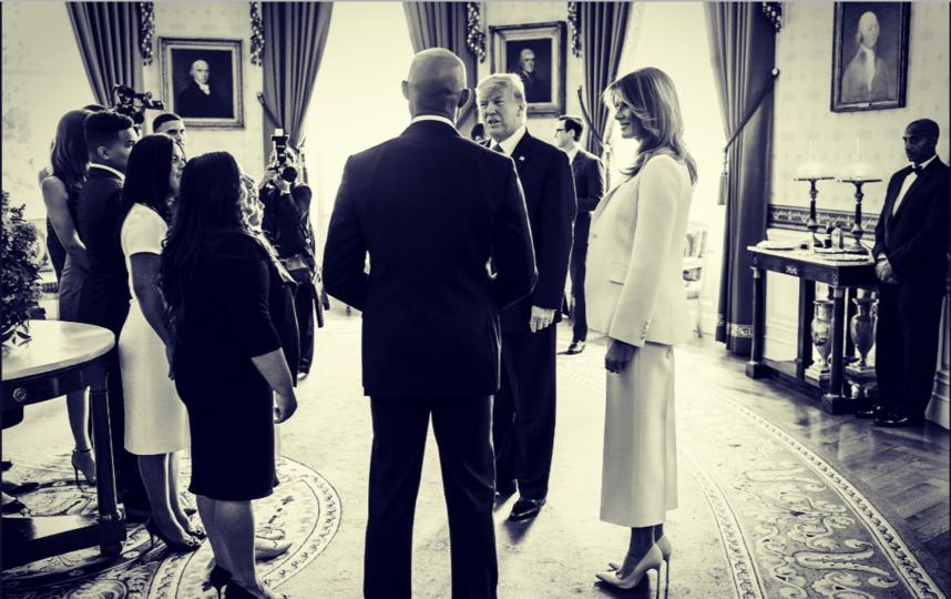 """Мелания Трамп на церемонии чествования Мариано Риверы. Фото https://twitter.com/FLOTUS/status/1173723330173685760, """"Metro"""""""