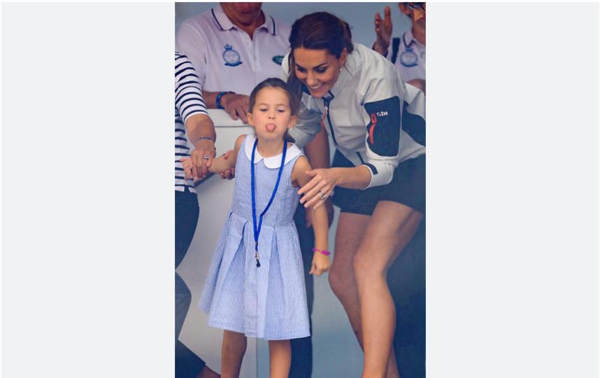 """Принцесса Шарлотта показала язык толпе на """"Кубке Короля"""". Фото Getty"""