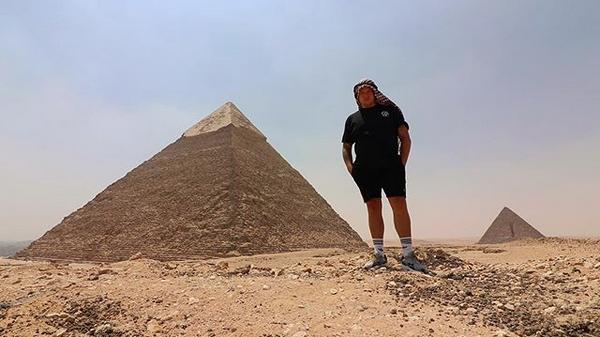 Египет, пирамида. Фото скриншот: instagram.com/simonjwils/