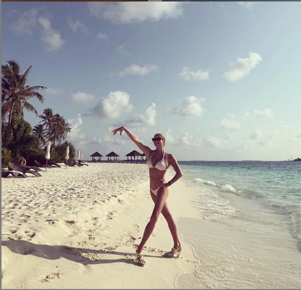 """Анастасия Волочкова любит позировать в  купальниках. Фото архив, """"Metro"""""""