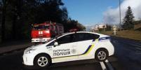 В Киеве мужчина устроил стрельбу и угрожает взорвать мост