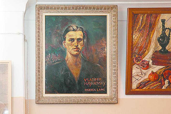 За портретом Маяковского работы Евгении Ланг скрывается история первой любви поэта. Фото Василий Кузьмичёнок