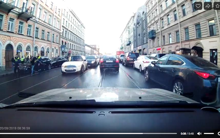 """Водитель пытался скрыться от полицейских. Фото """"Metro"""""""