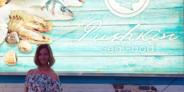 """""""Пушкин в Кемере. Это ресторан морской еды, названный его именем""""."""