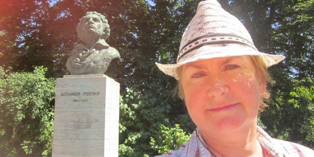 Читательница Татьяна побывала в Германии, в городе Веймар. И поделилась с редакцией фотографией вместе с Пушкиным.