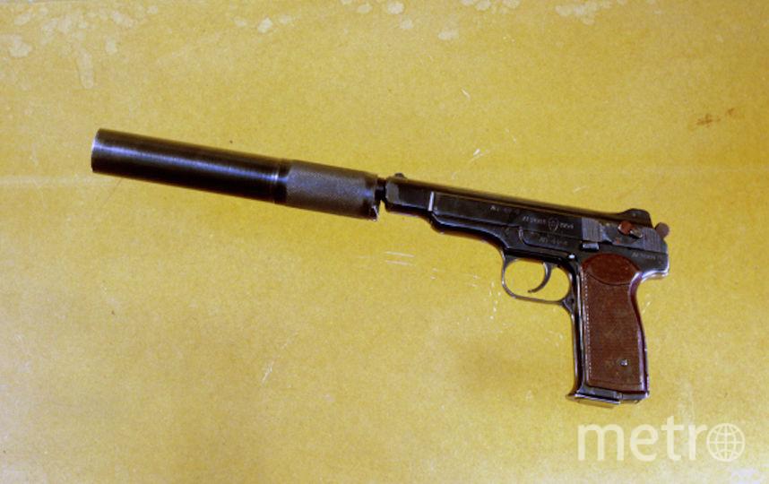 Двадцатизарядный пистолет Стечкина с глушителем. Калибр 9 мм. Фото РИА Новости