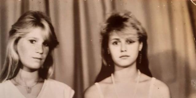 Марина Плотникова (слева) с одной из подруг.