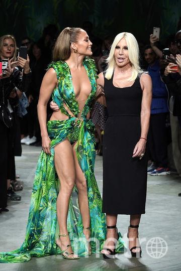 Дженнифер Лопес с Донателлой Версаче на показе в Милане. Фото Getty