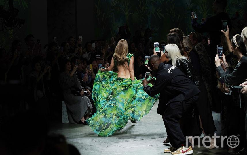 Дженнифер Лопес на показе Versace в Милане. Фото Getty