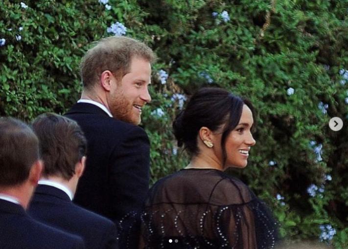 Меган Маркл и принц Гарри на свадьбе Миши Нону. Фото скриншот https://www.instagram.com/enchantednews/