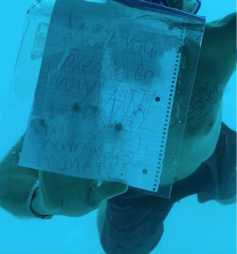 Стивен Вербер решил сделать предложение руки и сердца под водой. Фото https://www.facebook.com/KeneshaAntoine
