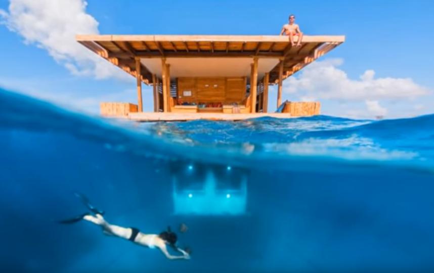 Пара снимала бунгало, часть которого находится под водой. Фото https://www.youtube.com/watch?v=DWhKrupveV4, Скриншот Youtube