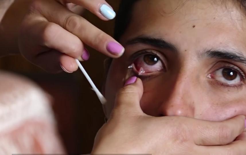 """Девушка из Армении плачет кристаллами. Фото Все - скриншот YouTube, """"Metro"""""""