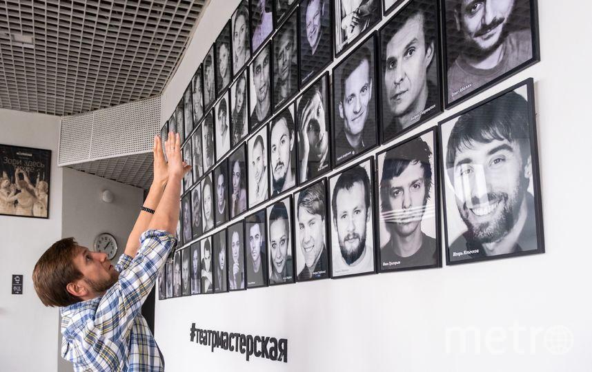 """В зрительском фойе можно познакомиться со всеми актёрами театра «Мастерская». Фото Алена Бобрович, """"Metro"""""""