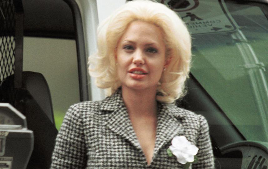 Джоли уже была блондинкой: на съёмках фильма в 2001-м году. Фото Getty
