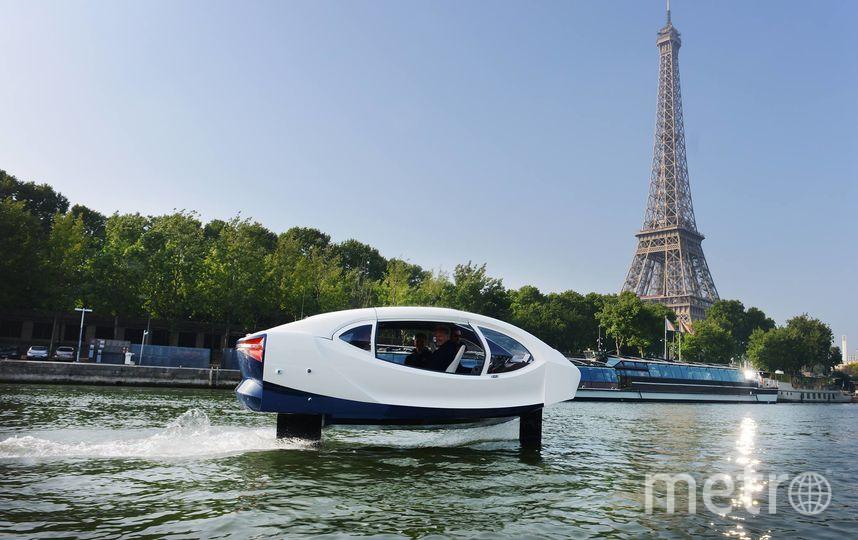 На Сене провели успешный тестовый запуск такси SeaBubbles. Фото Seabubbles