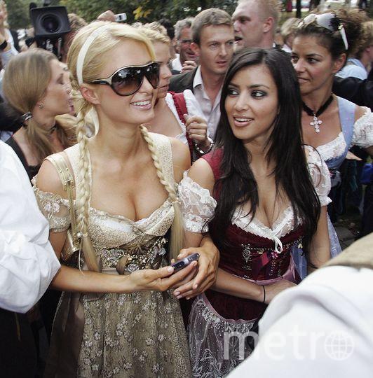 "Пэрис Хилтон и Ким Кардашьян на ""Октоберфесте - 2006"". Фото Getty"