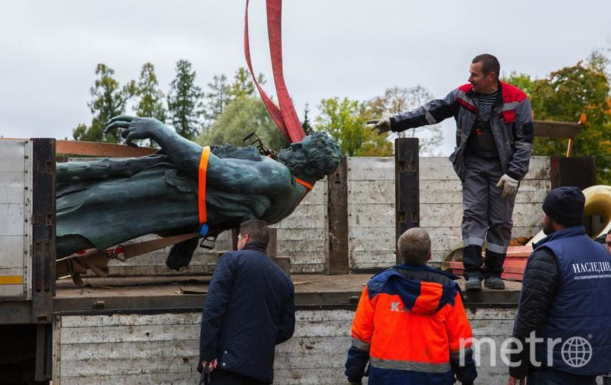 """Демонтаж скульптуры Геракла проводили очень деликатно. Фото предоставлены ГМЗ """"Царское Село"""", """"Metro"""""""