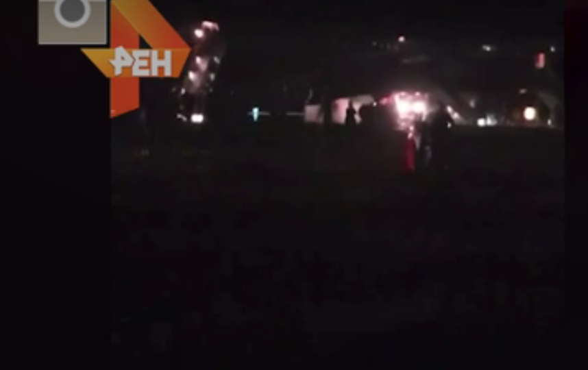 У Boeing 767 загорелась стойка шасси при посадке в Барнауле. Фото скриншот видео https://ren.tv