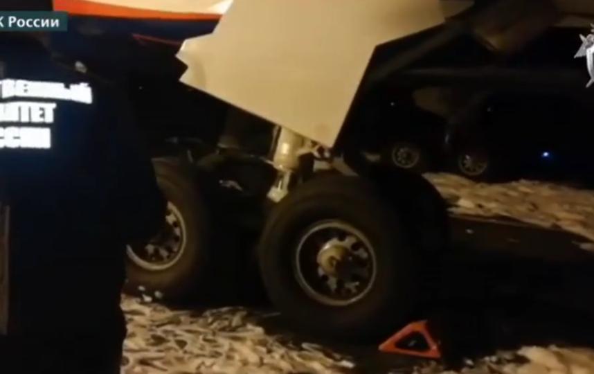 У Boeing 767 загорелась стойка шасси при посадке в Барнауле. Фото скриншот видео следком.рф