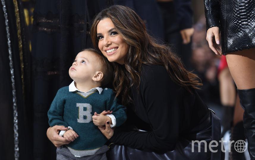 Ева Лонгория с сыном. Фото AFP