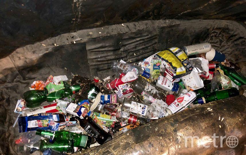 """Памятник карете в Петербурге """"загрузили"""" мусором. Фото mytndvor, vk.com"""