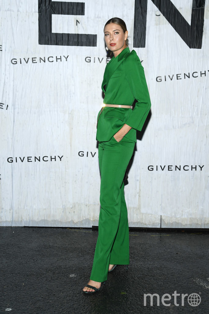 Показ Givenchy на Неделе моды в Париже. Мария Шарапова. Фото Getty