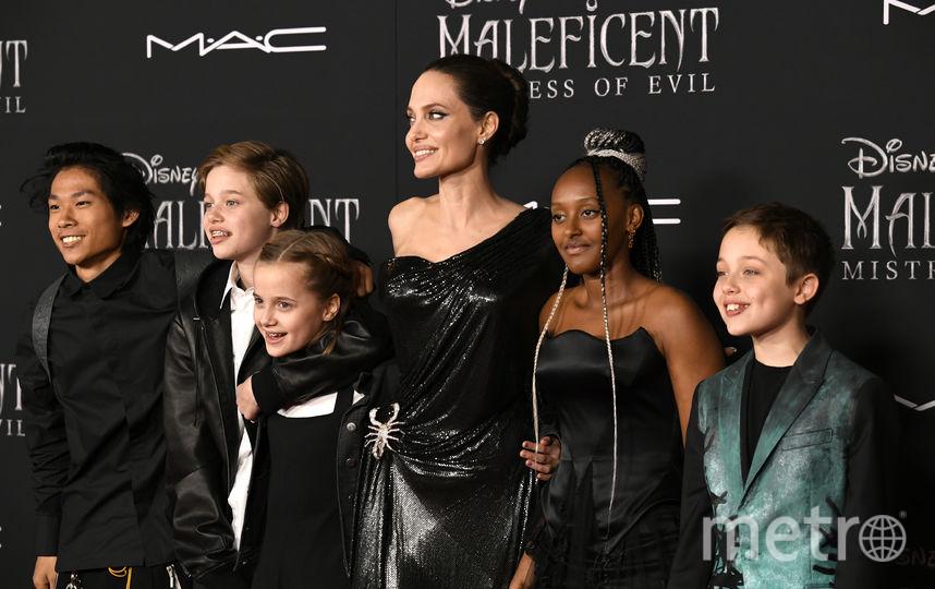 Анджелина Джоли с детьми. Фото Getty