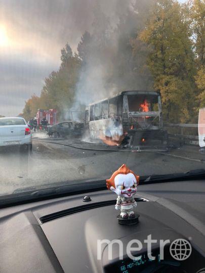 """Фото с места аварии на Волхонском шоссе. Фото https://vk.com/spb_today, """"Metro"""""""