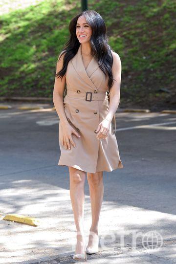 Платье Banana Republic Double-Breasted Trench Dress, стоит 95 фунтов. Фото Getty