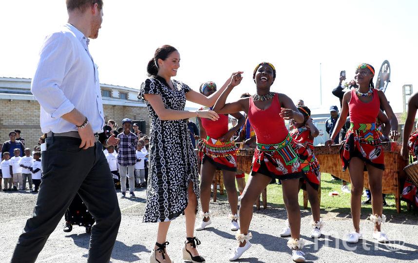 В первый день визита в Африку. Фото Getty