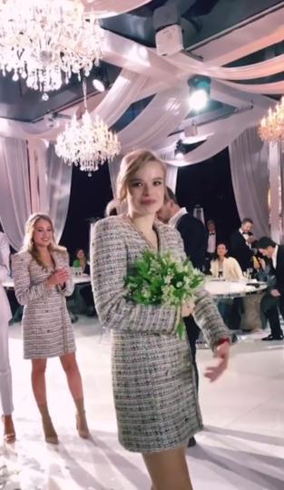 Дуся Бубель поймала букет невесты. Фото https://www.instagram.com/dusyabubel/