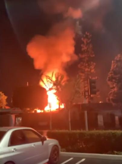 """В Хантингтон-Бич, штат Калифорния, во время празднования пивного фестиваля """"Октоберфест"""" прогремели три взрыва. Фото скриншот https://www.youtube.com/watch?v=_YRgMSykK9o, Скриншот Youtube"""