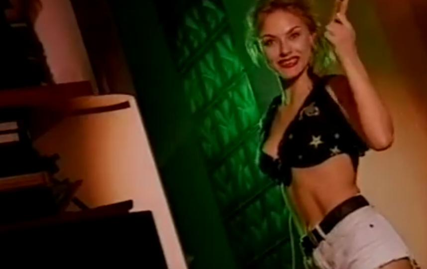 """Группа """"Стрелки"""", кадр из клипа """"Я - хорошая"""". Мария Корнеева. Фото скриншот Youtube"""
