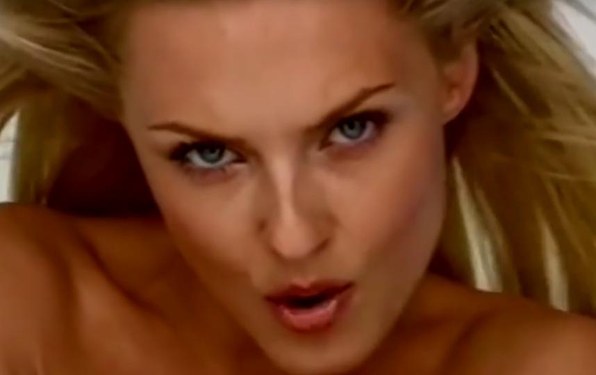 "Кадр из клипа ""Нелюбовь"". Мария Корнеева. Фото скриншот Youtube"
