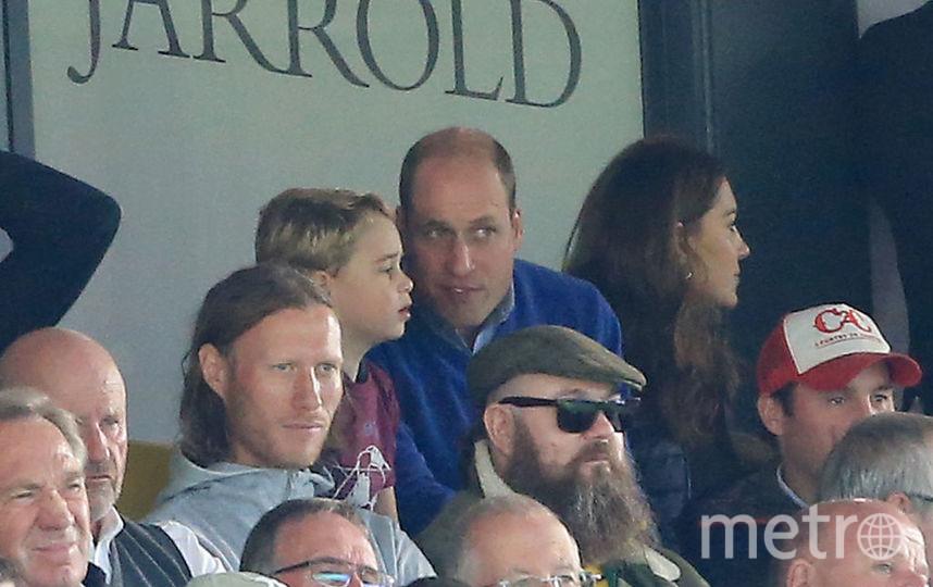 Кейт Миддлтон и принц Уильям с детьми на футбольном матче. Фото Getty