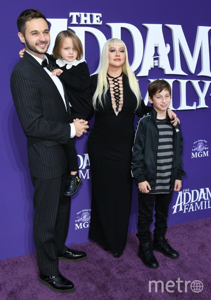 """Премьера """"Семейки Аддамс"""". Кристина Агилера с семьей. Фото Getty"""