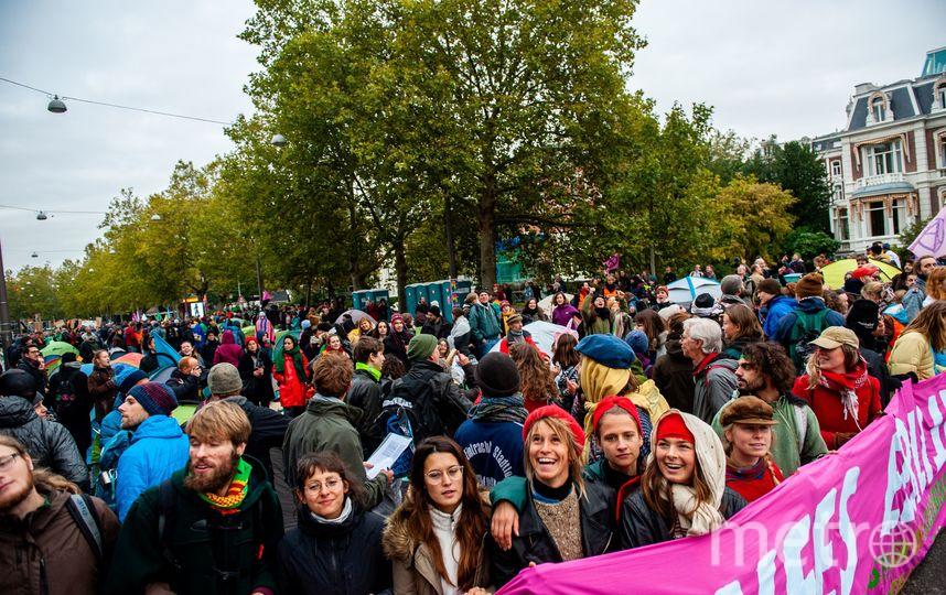 Шествие активистов Extinction Rebellion в Амстердаме. Фото AFP
