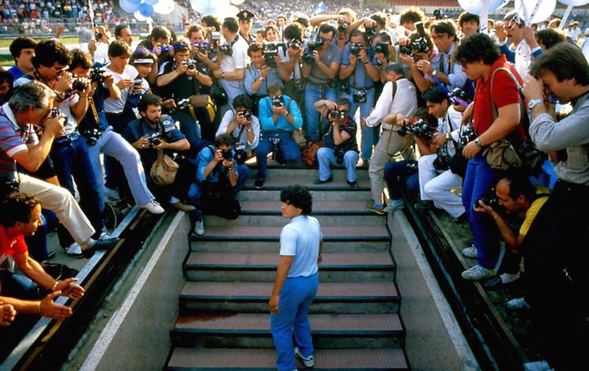 Марадона вспоминает, что когда он приехал в Неаполь – его встречал полный стадион, а уезжал из города он один. Фото предоставлено кинокомпанией ВОЛЬГА