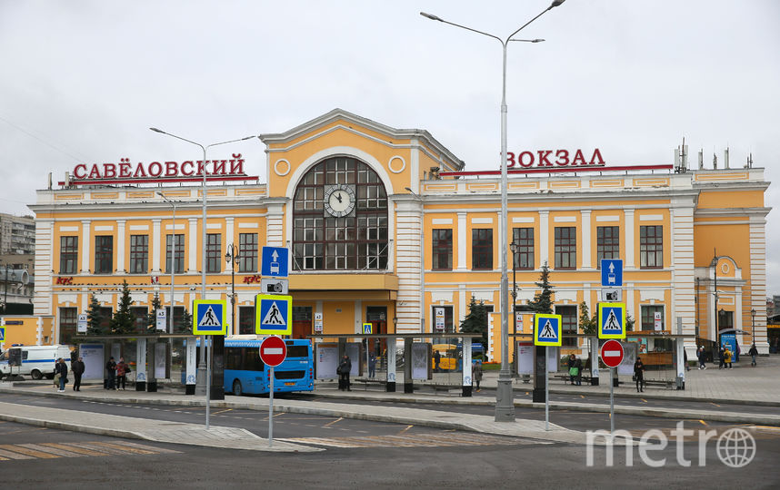 На площади стало меньше автомобилей и больше автобусов. Фото Василий Кузьмичёнок